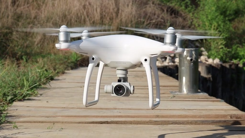 DJI Phantom 4 Advanced_drone in atterraggio