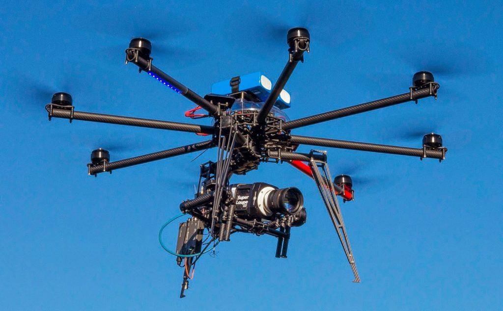 chi siamo_drone professionale in volo